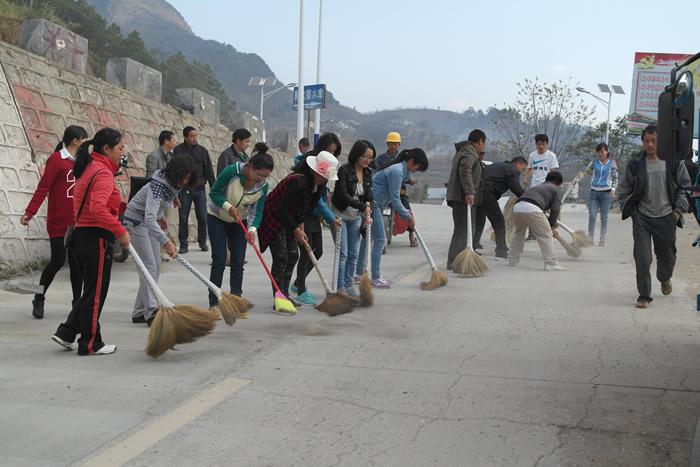 郭大寨乡人大主席团组织人大代表整治集镇环境卫生