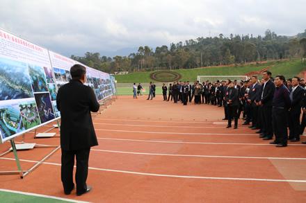 凤庆县人大常委会组织出席会议的代表视察