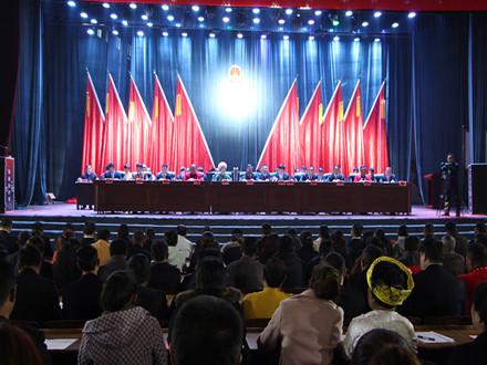 县十五届人大二次会议召开代表团会议