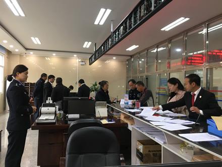 省高院考核组到镇康法院考核诉讼服务工作