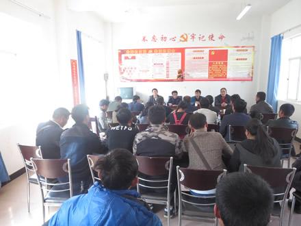博尚镇人大组织代表考察学习扶贫产业模式